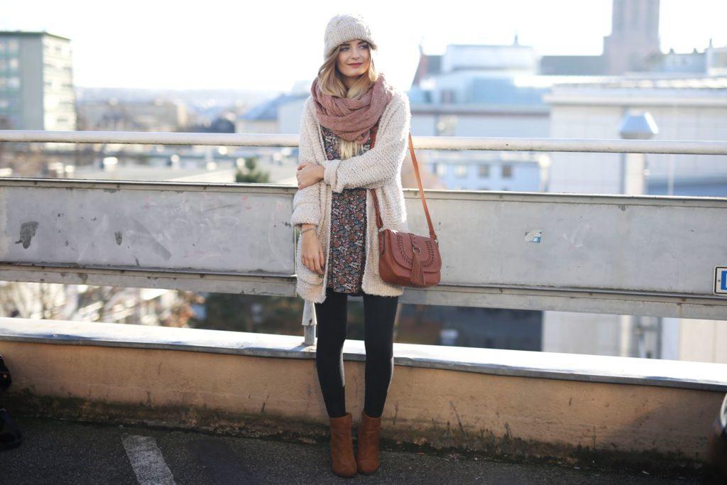 Outfit: Blümchenkleid im Herbst