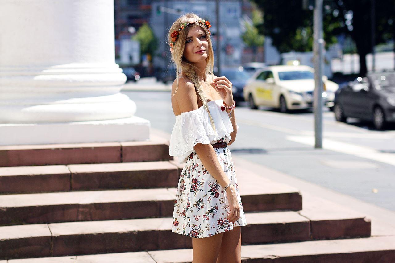 Outfit: Flowerskirt & Off Shoulder Top