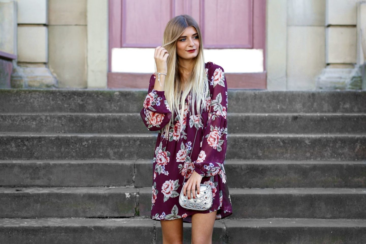 Outfit: Rotes Blumenkleid