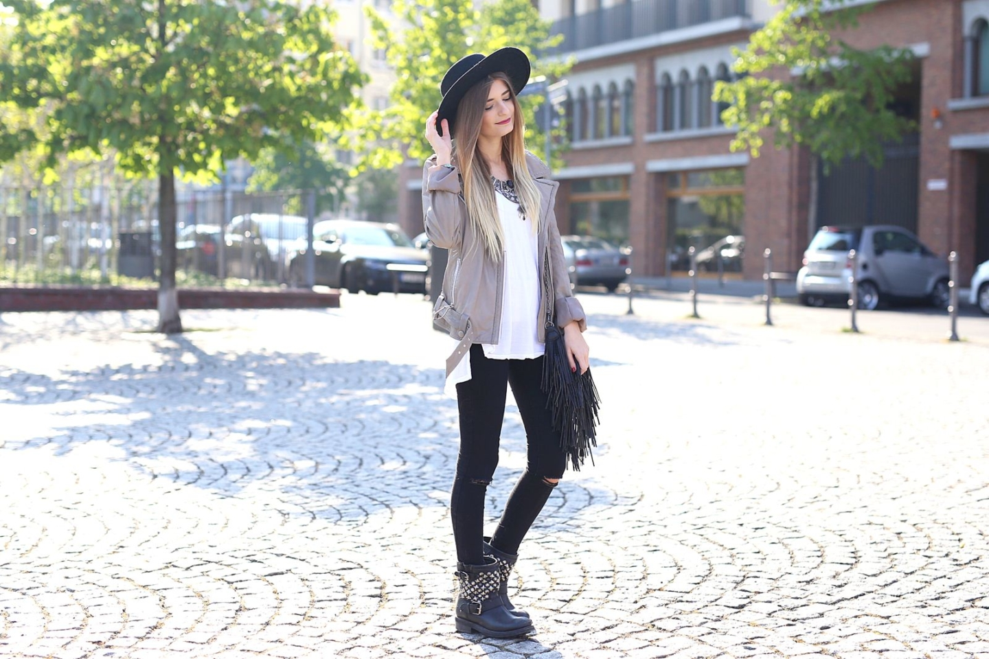 Outfit: Leather Jacket & Basic Shirt